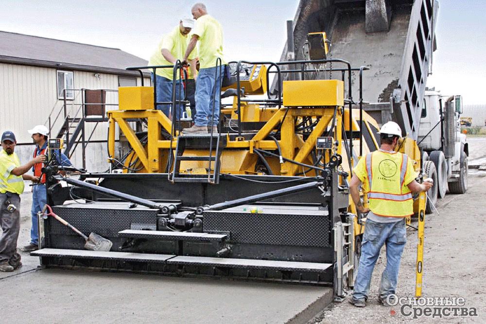 По уложенному по технологии RCC бетону рабочие могут ходить, что говорит о его плотности